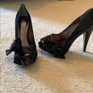 Gorgeous black shoes with black side bow